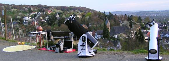 Sky Voyage Astrotainment mit Teleskopen und Modellen